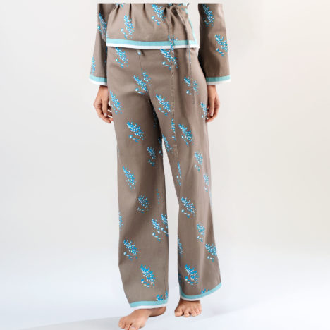 Sewing pattern straight cut trousers